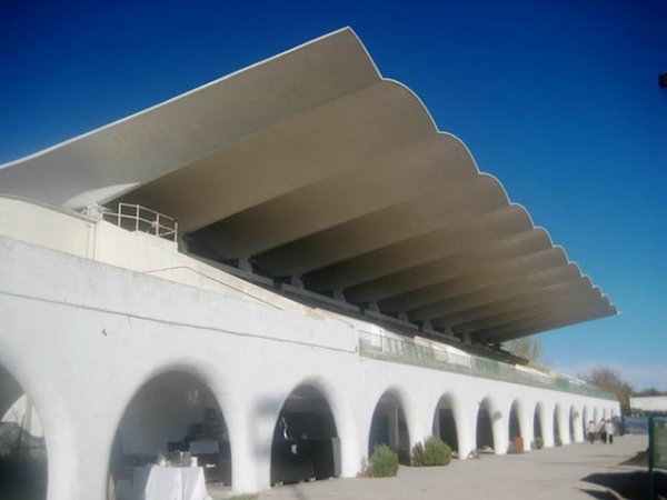 Roof of the La Zarzuela Racetrack, Madrid, Spain. [Image Credit]: Outisnn / Wikimedia (CC BY-SA 4.0)
